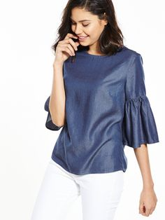 V by Very Fluted Tencel Top This season we're obsessing over fluted cuffs and this tencel top from V by Very is doing it all right. In a cool boxy cut, this denim-look number is brimming with bohemian charm with oversizedand exaggerated three-quarter sleeves that flare out for a fun folksy look. Styling Ideas Perfect for impromptu, off-the-cuff dates, you can throw this tenceltop on with white skinny jeans and heels for an effortless yet super chic outfit in an instant.Washing Instructi...
