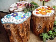 mosaic tree trunks | 17 Lovely Mosaic Projects For Your Garden