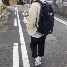 Discover recipes, home ideas, style inspiration and other ideas to try. Korean Fashion Men, Mens Fashion, Fashion Outfits, Style Fashion, Mode Streetwear, Streetwear Fashion, Men Street, Street Wear, Basket Mode