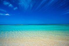 """日本最南端にある沖縄の離島「波照間島」をご存知ですか?日本一に輝いた美しすぎるビーチ""""ニシ浜""""が有名ですが、南十字星をハッキリと眺めることができる""""星空に最も近い島""""としても知られています。数ある離島の中でも特に旅人がオススメする波照間島の魅力をご紹介します。"""