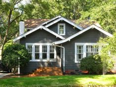 exterior Paint Bungalow - Exterior paint schemes for bungalows Exterior Gris, Exterior Paint Schemes, Modern Exterior, Exterior Design, Cottage Exterior Colors, Exterior Paint Colors For House, Paint Colors For Home, Paint Colours, Stucco House Colors
