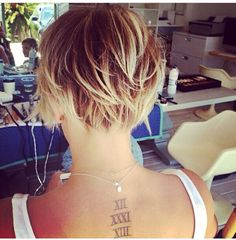 close up of the back angles of kaley cuocos new pixie. highlighted ombre! kaley cuoco pixie kaley cuoco short hair