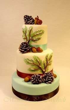 Winter Cake with pine cones and acorns by Manuela P. Michieli. Step by step tutorial on issue #14 of Torte Spettacolari 2014 magazine
