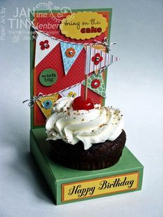 Cupcake Holder (Directions & Template) For any occasion.Illustration just shows for a birthday 3d Paper Crafts, Diy Crafts, Fancy Cupcakes, Baby Shower, Stampin Up Cards, A Table, Party Time, Cardmaking, Scrapbooking