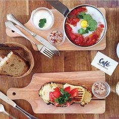 Shashuka and halloumi toast at Cafe Oberkampf Paris 11e. #regram from @nevergiveupchallenge cc @cafeoberkampf Tag your pics with both #lefooding and @lefooding and we'll regram our favorites! by lefooding