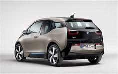 """O BMW i3 supermini elétrico começará a ser vendido em novembro. O supermini motor eléctrico é o primeiro carro a ser lançado como parte da nova sub-marca BMW """"i""""."""
