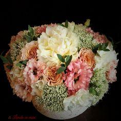 #flowers #box #peony #peonies #scent #scentofawoman #blush #pink #blossom #flowersbox #vip #flowersinabox #madewithjoy #paulamoldovan #livadacuvisini #buchet #cutie #flori #cutiecuflori #floriincutie #bujori #roz Flower Boxes, Flowers, Pink Blossom, Peony, Blush Pink, Vip, Floral Wreath, Wreaths, Table Decorations