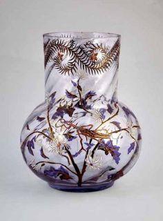 Émile GALLÉ (1846-1904)  VASE en verre cristallin transparent bleuté dit