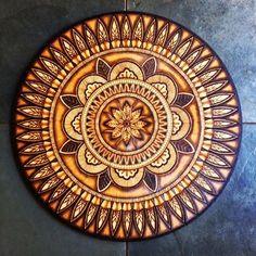 Wood Burning Crafts, Wood Burning Patterns, Wood Burning Art, Wood Crafts, Mandala Painting, Mandala Art, Painting On Wood, Photo Onto Wood, Mandala Meditation