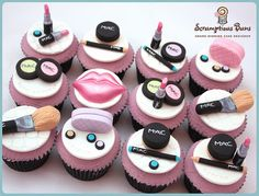 bday MAC MakeUp Cupcakes to go with the MAC cake in this same folder Figueroa Figueroa Rochelle lol ? Fondant Cupcakes, Cupcake Cookies, Cupcake Toppers, Rainbow Cupcakes, Yummy Cupcakes, Pretty Cakes, Beautiful Cakes, Amazing Cakes, Make Up Cake