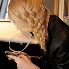 Pretty I would LOVE too do that with mt hair!!!
