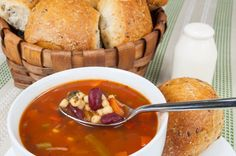 The best recipe for minestrone soup a classic with us! Olive Garden Minestrone Soup, Roasted Artichoke, Vegetarian Recipes, Healthy Recipes, Yummy Recipes, Healthy Food, Good Food, Yummy Food, Barley Soup
