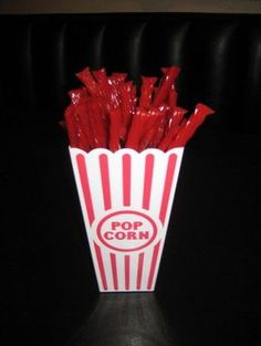 popcorn container with twizzlers for sock hop candy bar Fifties Party, 1950s Party, Retro Party, 50s Sock Hop, Diner Party, Party Party, 50s Theme Parties, Grease Party, Sock Hop Party