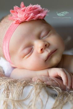 Newborn photography. Newborn photo idea.