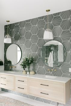 Vintage Interior Design How about a little bathroom inspiration to lead you right into the long weekend? This fantastic use of our split glass Haleigh pendants Skyline rug is courtesy of Design by photo by Farmhouse Bathroom Mirrors, Bathroom Mirror Design, Bathroom Interior Design, Decor Interior Design, Small Bathroom, Bathroom Modern, Bathroom Designs, Bathroom Ideas, Bathroom Makeovers