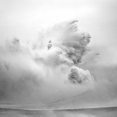 28 faróis que resistem ao mar bravo. Santander, Cantabria, Espanha