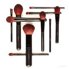 Make up Brushes oder schlicht Pinsel sind DAS essentielle Arbeitsmittel eines…