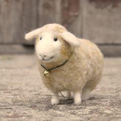 Schaf Tier  süße Lamm  NadelGefilzt  Unikate  von BinneBear auf Etsy