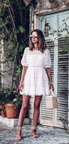 Vestido branco de renda curto lindo! -> Quer conferir todas as dicas de como usar Vestido Branco? Clique e confira o Guia Completo do VESTIDO BRANCO.