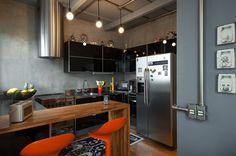 Sala e cozinha incríveis tornam este apartamento um sonho de consumo (De Marina Mantovanini)
