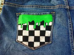 Black and white checkerboard pattern with green slime on the back pocket of . - Black and white checkerboard pattern with green slime on the back pocket of @ …& jeans - Painted Shorts, Painted Jeans, Painted Clothes, Diy Clothes Paint, Clothes Crafts, Diy Clothing, Custom Clothes, Denim Kunst, Jean Diy