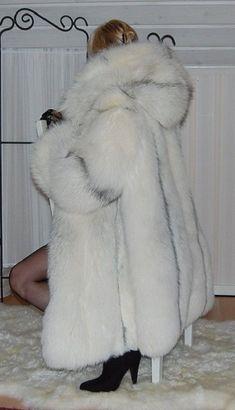 Fox Fur Jacket, Fox Fur Coat, Fur Coats, Fur Fashion, Womens Fashion, High Fashion Dresses, Fabulous Furs, Big And Beautiful, Style Guides