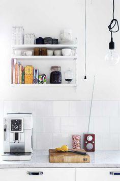 String Pocket -hylly: 9 kuvaa oikeista kodeista   Meillä kotona String Pocket, Norman, Floating Shelves, Art Deco, Decoration, Home Decor, Tips, Decor, Decoration Home