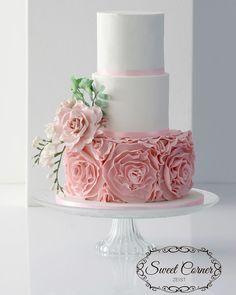 Pink romantic wedding cake with ruffles | Sweet Corner Zeist