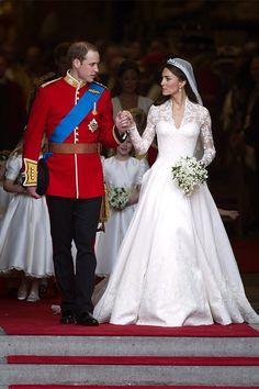 ウェストミンスター寺院を後にするウィリアム王子とキャサリン妃。©amanaimages