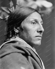 Amos Two Bulls A Sioux Indian 8x10 Reprint Of Photo Amos Two Bulls A Sioux Indian 8x10 Reprint Of Photo Here is a neat collectible featuring Amos Two Bulls, a Sioux Indian from Buffalo Bill Wild West