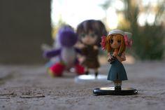 El origen de las tres figuras es distinta, pero los dos personajes de más enfrente, al personajes animé, los adquirí por eBay, una por 7 USD y la otra por 20 USD, el yoshi de atrás lo compré en un paquete de 10, los cuales me costaron 10 USD.  El motivo de la foto fue para ayudar a una amiga en una tarea.