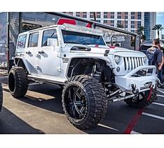 JEEP JK WHITED 4 DOIR LIFTED