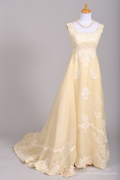 Designer unknown / unbekannt wedding dress 1960's Bianchi of Boston Silk Organza Lace Vintage Wedding Gown  A-line.