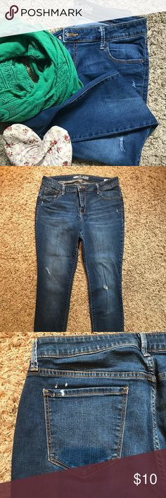 Old Navy Rockstar jeans Love these jeans! Super stretchy, medium rinse and perfectly distressed. These jeans are a must have. Please see pic for white paint splatter on left rear pocket. Old Navy Jeans Skinny