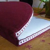 """En el  blog """"LES CREATIONS  DE GIBRITTE """"  Os ofrecen la posibilidad de bajaros las instrucciones  para realizaros esta almohadilla, p..."""