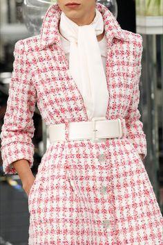 Sfilata Chanel Parigi - Alta Moda Primavera Estate 2017 - Dettagli - Vogue