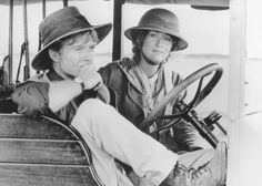Still of Robert Redford and Meryl Streep in Out of Africa