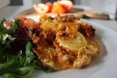 Recept Drygt 1 kg potatis 500 g köttfärs 3 vitlöksklyftor 3 dl creme fraiche . Fast Dinner Recipes, Brunch Recipes, Musaka, Minced Meat Recipe, Cheesecake, Everyday Food, Diy Food, Food Inspiration, Beef Recipes