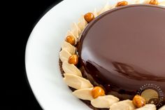 Chocolate and salted caramel tart Cremeux Caramel, Salted Caramel Tart, Caramel Pie, Beaux Desserts, Gourmet Desserts, Delicious Desserts, Dessert Recipes, Chocolate Pies, Chocolate Caramels
