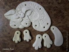 Поделка изделие Лепка Кошка-подковка НА СЧАСТЬЕ   Гуашь Тесто соленое фото 3 Cold Porcelain, Porcelain Ceramics, Ceramic Pottery, Ceramic Art, Clay Projects, Clay Crafts, Projects To Try, Arts And Crafts, Polymer Clay Sculptures