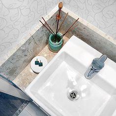 Quem aí tbm ama cheirinho bom pela casa? Tenho pelo menos um em cada cômodo. Esse difusor de ambiente fica no lavabo, no canal do YT (Bruna Dalcin) já ensinei a fazer o líquido pra colocar dentro!  #lavabo #meuapê