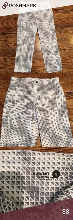 Old Navy athletic capri legging  size  M. Old Navy Athletic capri leggings. Size M. Worn twice. Cute gray and white pattern. Very comfortable! Old Navy Pants Leggings