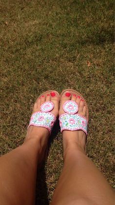 Lilly Pulitzer Inspired Sandals by LifeLoveLilly on Etsy Grunge Style, Soft Grunge, Preppy Style, Pretty Shoes, Cute Shoes, Pretty In Pink, Me Too Shoes, Lilly Pulitzer, Ankle Boots