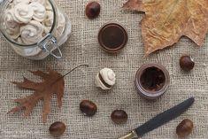 Baci di meringa con crema di castagne e cioccolato: delizie mignon dal sapore irresistibile.