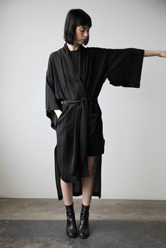 kimono-inspired, black, japanese fasion #streetstyle #fashiononthestreet