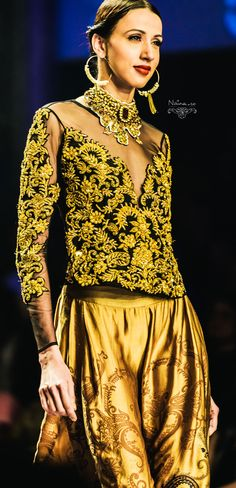 Ritu Kumar : Grand Finale WIFW SS '13 | Photographer Naina.co | La Raconteuse Visuelle for Luxury Brands : Naina.co's Photography Blog