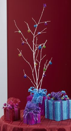 FloraCraft® Glitzy Gifts by Dondi Richardson #christmas #craft