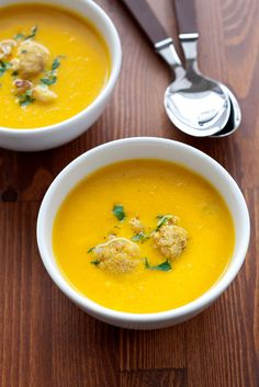 Cauliflower curry soup- Rich, healthy, vegan, and quick to prepare soup. Perfect hot or cold and keeps well if you don't serve it all at once. Blue Zones Recipes, Zone Recipes, Cooking Recipes, Healthy Recipes, Curried Cauliflower Soup, Curry Soup, Lentil Soup, Soup And Salad, Soups And Stews