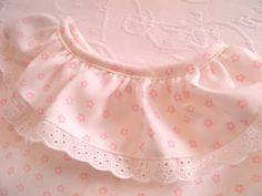 Ecru shirt with pink flowers and cotton eyelet - camisa crua com flores cor de rosa e bordado Inglês