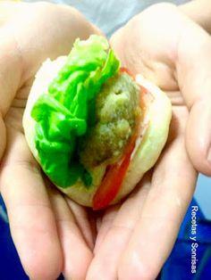 Hoy te traigo una receta súper rica!! Gua Bao!! Receta de Taiwan! Esta hecha de unos panecitos  al vapor y unas hamburguesitas especiadas con mayonesa al curry. Están súper buenas., en muchos restaurantes y bares de moda lo sirven. Más fácil de lo que parece. Receta paso a paso. http://recetasysonrisas.blogspot.com.es/2016/11/gua-bao-rellenas-de-hamburguesitas.html #guabao #bao #recetassanas #especies #hamburguesas #recetassanas #curry #aperitivo